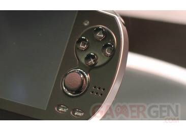 Sony_NGP_button_detail