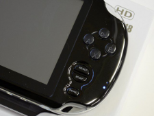 image-photo-contrefacon-playstation-vita-yinlips-ydpg18-12122011-05