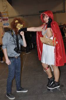 Japan-expo-sud-4-vague-marseille-cosplay-couloirs-stands-dimanche-2012 - Verticales - 0401