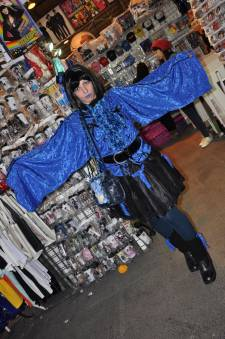 Japan-expo-sud-4-vague-marseille-cosplay-couloirs-stands-dimanche-2012 - Verticales - 0404