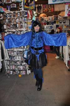 Japan-expo-sud-4-vague-marseille-cosplay-couloirs-stands-dimanche-2012 - Verticales - 0405