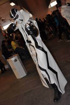 Japan-expo-sud-4-vague-marseille-cosplay-couloirs-stands-dimanche-2012 - Verticales - 0409