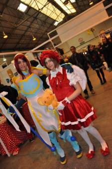 Japan-expo-sud-4-vague-marseille-cosplay-couloirs-stands-dimanche-2012 - Verticales - 0415